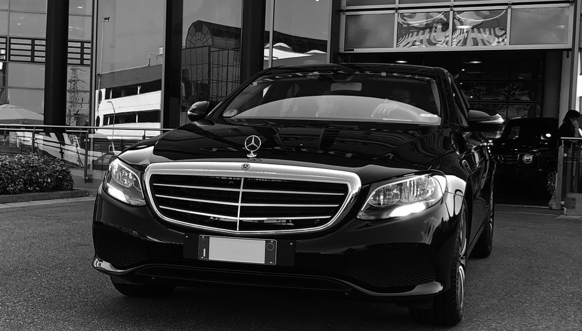 MGA Limousine Moves - noleggio limousine con autista a Milano